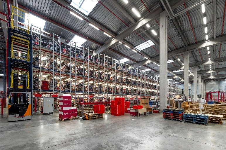 1,200,000 items and counting: the new, expanded Spartoo logistics centre